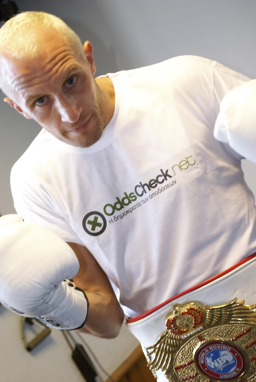 "Surfbetgroup sponsors WBU super-middleweight champion ""Super"" Scott Dixon"